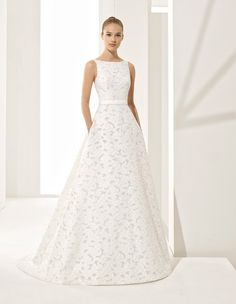Couture has never looked better! We are obsessed with Rosa Clará's NEW Fall and Winter Couture Wedding Dress Collection and you should be too. Bridal Dresses 2018, Bridal Wedding Dresses, Wedding Dress Styles, Dream Wedding Dresses, Mermaid Dresses, Dream Dress, Evening Gowns, Designer Dresses, Marie