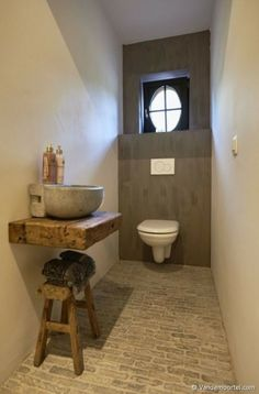 Vandemoortel Rustic Building Materials – Style floors – Old facing bricks Castle stones – Glimpses At Fashion – materials bricks - Guest Toilet, Small Toilet, Downstairs Toilet, Rustic Bathrooms, Small Bathroom, Half Bathrooms, Bathroom Ideas, Castle Stones, Ideas Baños
