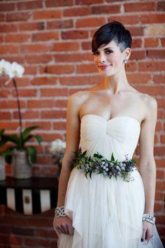 Une mariée absolument splendide avec des cheveux courts ! Amazing bride with her pixie hair.
