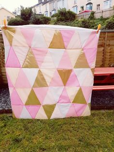 Sweet colour collaboration of pinks, white and gold. Baby blanket 😍