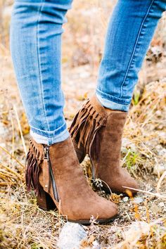 These trendy fringe booties are a must have for your fall wardrobe!COLORS BlackBeigeBrownGreySIZES (Runs true to size.) 5.5 -11Material: Made out of a suede material.Heel measures 3 inches in height.