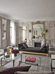 In reference to this living space, consider over the walls. If you would like to produce an official living , then be certain that you include tassels and trims for your drapes. The living room suggests a specific taste of… Continue Reading → Chic Apartment Decor, Home Decor Bedroom, Apartment Living, French Apartment, Parisian Style Bedrooms, Parisian Decor, Van Der Straeten, European Home Decor, Living Room Grey