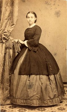 Crinoline: The Favorite Women Costume From Victorian Era ~ vintage everyday Victorian Women, Victorian Fashion, Vintage Fashion, Victorian Dresses, Crinoline Dress, Civil War Fashion, Civil War Dress, Period Costumes, Fashion History