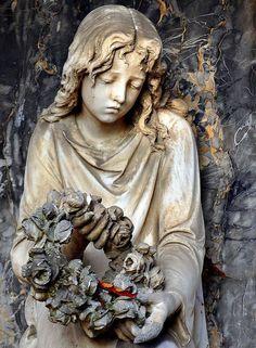 Statue in Cemetery in Baden Wuerthenberg - 50 Sad Face Pictures Cemetery Angels, Cemetery Statues, Cemetery Headstones, Old Cemeteries, Cemetery Art, Graveyards, Statue Ange, Steinmetz, Face Pictures