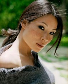 Lucy Liu looks adorable with her parted messy hairdo which falls into a cute ponytail giving her this amazing casual yet still sexy look.