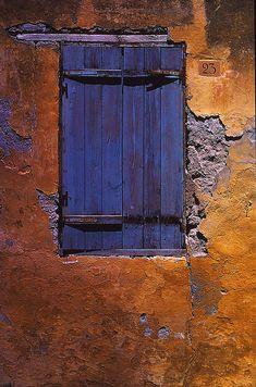 窓・Number 23 Rhodes (by / ArtPropelled Old Windows, Windows And Doors, Door Knockers, Door Knobs, Old Doors, Deco Design, Painted Doors, Doorway, Belle Photo
