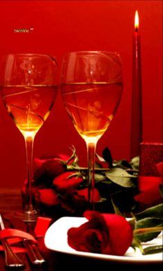 Foto Romantic Night, Romantic Dinners, Wine Glass Images, Cheryl Blossom Aesthetic, Romantic Room Decoration, Happy Anniversary Wishes, Happy Birthday Celebration, Wine Photography, Beautiful Red Roses