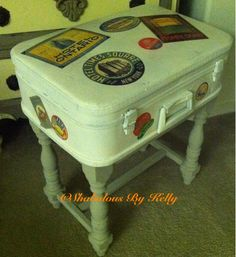 Decopauge + Suitcase + Piano bench = Awesome! Piano Bench, Bench Stool, Modge Podge Projects, Reuse, Upcycle, Suitcase Table, Old Suitcases, Decorating Ideas, Craft Ideas