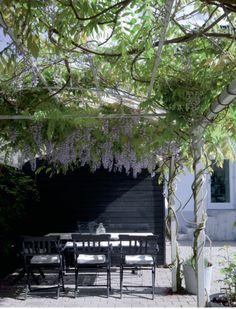 Bolig: Indrettet i ægte dansk badehotel-stil | femina.dk Pergola Plans, Pergola Kits, Outdoor Spaces, Outdoor Living, Outdoor Decor, Pergolas For Sale, Patio Roof, Pergola Designs, Wisteria