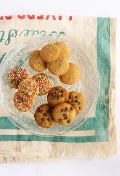 Γλυκές Τρέλες: Μπισκότα για παιδιά με ...3 μόνο υλικά ! Happy Foods, Few Ingredients, Greek Recipes, Cake Cookies, Cooking Time, Muffin, Yummy Food, Sweets, Breakfast