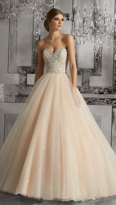 Gorgeous Tulle Sweetheart Neckline Ball Gown Wedding Dresses With Lace Appliques