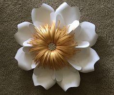Flores de papel gigantes hechas a mano. Puedo hacer estas flores en cualquier color que desea, solo mensaje me con el color, así como muchos