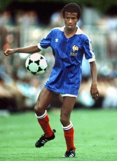 JEAN TIGANA, Best Football Players, Good Soccer Players, World Football, Sport Football, Football Jerseys, Football Images, Football Design, Football Cards, Alain Giresse