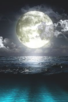 ♥The beautiful moon . inspired by the moon . Beautiful Moon, Beautiful Places, Beautiful Pictures, Ciel Nocturne, Shoot The Moon, Moon Pictures, Moon Pics, Water Pictures, Blue Moon