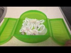 Calamar con ajo y perejil en estuche de vapor Lekue Cocina Light, Tupperware, Salmon, Seafood, Healthy Recipes, Healthy Food, Food And Drink, Nutrition, Ethnic Recipes
