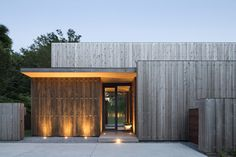 modern concrete home, steel clips attach wood panels to concrete, by bates masi architecture