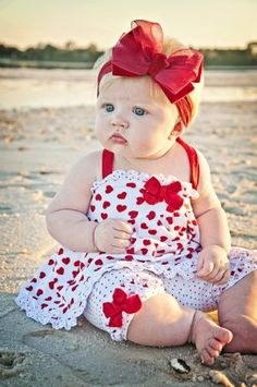 OH MY GOODNESS! <3 Precious wittle chubby cheeks and giant bow!!!  I hope my distant future Pinterest babies are this precious <3