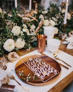 Wooden plate + Acrylic signage with gorgeous calligraphy -- name cards, menus. SO modern and fun!! Table Settings, table scapes,  Photo @yesdearstudio