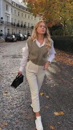Casual Work Outfits, Mode Outfits, Classy Outfits, Stylish Outfits, Business Casual Outfits For Women, Women Work Outfits, Semi Formal Outfits For Women, Chic Office Outfit, Chic Business Casual