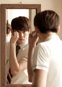 I Hear Your Voice - Su Ha is nervously preparing to meet Hye Sung. Aww.. (Lee Jong Suk)