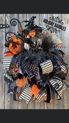 Halloween Witch Wreath, Halloween Mesh Wreaths, Halloween Magic, Halloween Crafts, Holiday Crafts, Halloween Books, Halloween Parties, Fall Wreaths, Halloween Ideas