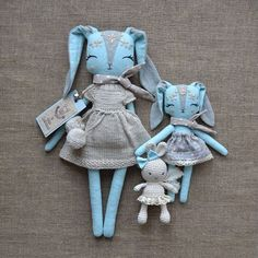 Unexpectedly for myself, I decided to make a blue rabbit. She seemed too bright to me. So I diluted the blue color with milky, gray and beige. It turned out a very gentle set...