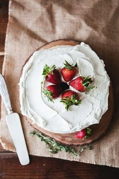 Tasty cake - angel food cake // the little red house