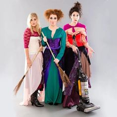 Group DIY Hocus Pocus costumes for adult. You'll love these Sanderson Sisters costumes for women, modest Halloween costumes for teens, and easy modest Halloween costumes that you can wear for work and for school. Hocus Pocus Costumes, Witch Costumes, Mermaid Costumes, Hocus Pocus Meme, Witches Costumes For Women, Hocus Pocus Witches, Diy Halloween, Modest Halloween Costumes, Sister Costumes