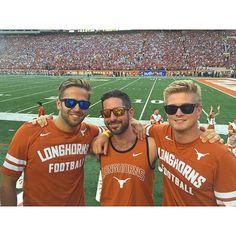 Longhorn friends are the best friends! (@drewskinii)