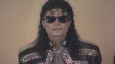 La fama, el poder y el talento para la música de Michael Jackson han logrado que la estrella pase a la historia sin que se ahonde en los detalles más escandalosos de las acusaciones de abusos de menores y pornografía infantil. Sin embargo, un informe policial que siguió al registro de su casa en 2003 acaba de hacerse público. Los documentos ponen al astro como un depredador, manipulador y adicto a las drogas y el sexo, como destaca Radar Online, primer medio en tener acceso a estos papeles…