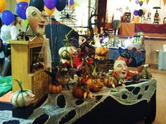 Vergie Lightfoot 2011 Halloween & Vine Show Table fabric idea!
