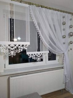 Christmas decoration with balls- Weihnachtsdekoration mit Kugeln Christmas decoration with balls - Curtains And Draperies, Diy Curtains, Kitchen Curtains, Cortinas Shabby Chic, Shabby Chic Curtains, Home Decor Furniture, Diy Home Decor, Modern Window Design, Rideaux Design