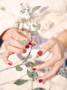 red polish #lulus #holidaywear