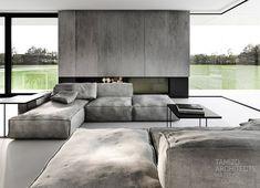 modulare Couch und dekorativer offener Kamin
