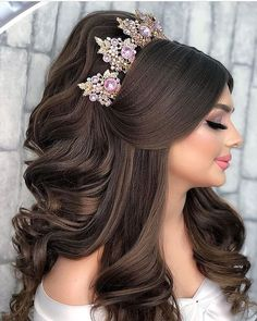 Bridal Hair Buns, Bridal Hair And Makeup, Hair Makeup, Quince Hairstyles, Bride Hairstyles, Hair Up Styles, Medium Hair Styles, Classic Wedding Hair, Quinceanera Hairstyles