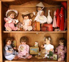 Impresionante colección de Mariquitas, vaya sueño de coleccionista Colección del blog de Mariquita y amigas Antique Dolls, Vintage Dolls, Doll Toys, Baby Dolls, Doll Display, Dream Doll, Barbie Accessories, Squirrel, Vintage Antiques
