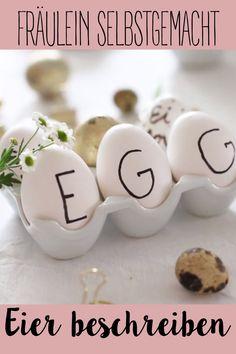 Eine der wunderbaren Anleitungen die ich für euch vorbereitet habe sind die heutigen Ostereier. Wenn ihr jetzt auf der Suche nach Ideen zum Eier bemalen seid, dann würde ich euch auch noch mein Pinterest Board zum Thema Ostereier bemalen empfehlen. Holiday Crafts, Holiday Recipes, Food Gifts, Easy Gifts, Pinterest Board, Diy Crafts To Sell, Food Videos, Easter Eggs, Place Card Holders