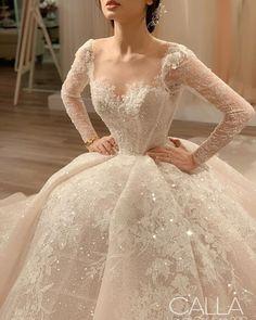 Wedding dresses mermaid white and wedding dresses princess illusion neckline Country Wedding Dresses, Dream Wedding Dresses, Bridal Dresses, Wedding Gowns, Lace Wedding, Formal Wedding, Wedding Shoes, Mode Turban, Fairytale Dress