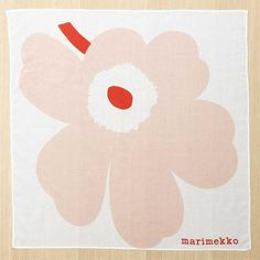 A pretty, light weight scarf featuring a large Marimekko Unikko flower in pink and red. Tie it around your neck for an instant outfit update. 100% cotton. Measu