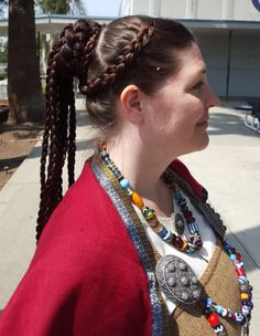 Viking Age head-coverings : Braided hairstyle based on Valkyrie knot (styling and hairpiece by Viscountess Lorissa) Historical Hairstyles, Medieval Hairstyles, Fancy Hairstyles, Braided Hairstyles, Football Hairstyles, Brunette Hairstyles, Fashion Hairstyles, Viking Head, Viking Garb