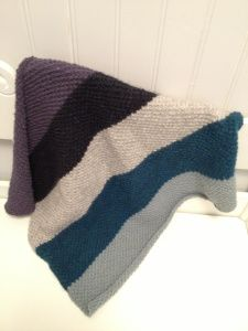Quick and easy knitted baby blanket in nice and warm wool <3