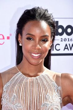 Pin for Later: Zoom In on Every Electric Beauty Look From the Billboard Music Awards Kelly Rowland Kelly's swept-back strands gave off beachy vibes.
