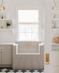 Mudroom Laundry Room, Laundry Room Design, Dog Washing Station, Style Me Pretty Living, Laundry Room Inspiration, Dog Rooms, Lavatory Faucet, Küchen Design, Building A House