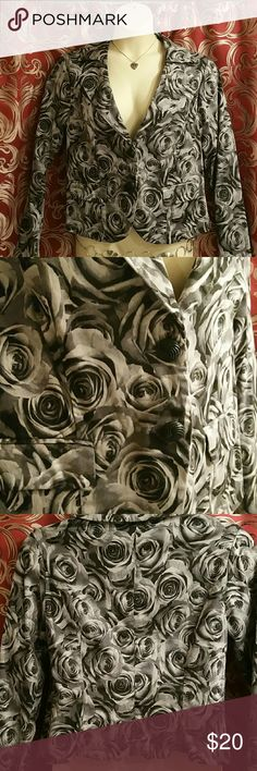 """Torrid Sz 0 (women's 14-16) blazer Black and Grey Rose print blazer. Very attractive on. Bust 20"""" flat. Dry cleaned and ready to go! torrid Jackets & Coats Blazers"""