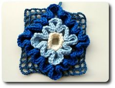 Wiggly crochet Tutorial The first tutorial shows a basic left to right way to create the mesh base for this crochet. Number 2 shows how to crochet the mesh from the center out so you can adjust the size bigger as you go. Wiggly Crochet Patterns, Crochet Blocks, Crochet Squares, Crochet Motif, Crochet Stitches, Knit Crochet, Crochet Gratis, Free Crochet, Crochet Home