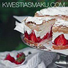 Sernik z truskawkami w bezowym biszkopcie | Kwestia Smaku Bake Sale Recipes, Cake Recipes, Strawberry Cheesecake, Strawberry Recipes, Valentine Treats, Cookie Desserts, Cake Cookies, Pavlova, Food To Make