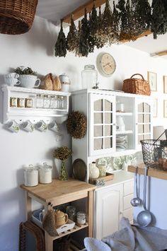 Retro Kitchen Decor, Shabby Chic Kitchen, Rustic Kitchen, Country Kitchen, New Kitchen, Vintage Kitchen, Kitchen Design, Cozinha Shabby Chic, 2017 Decor