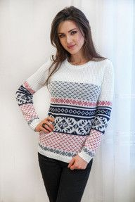 Biały sweter w norweskie wzory
