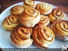 Schwedische Zimtschnecken (Kanelbullar), ein sehr schönes Rezept aus der Kategorie Kuchen. Bewertungen: 498. Durchschnitt: Ø 4,6.