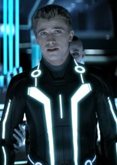 tron + garrett hedlund = <3 It was because of him that I actually watched the movie. Tron Legacy, Tron: O Legado, Film Science Fiction, Garrett Hedlund, Hollywood Celebrities, Good Looking Men, Great Movies, Movies Showing, Cosplay Costumes
